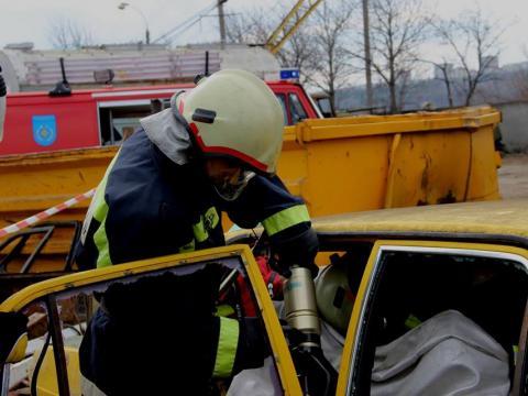 Intervenția salvatorilor în urma unui accident. O persoană a decedat, iar alte patru – rănite